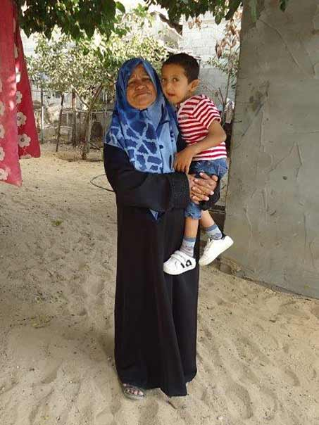 Ahmad med sin mormor Rasmieh
