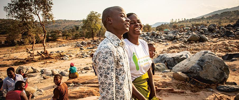Takemore Mufuya, med sönerna Tonderai Tashiri, 16 år, och Brain Tashiri, 10 år.