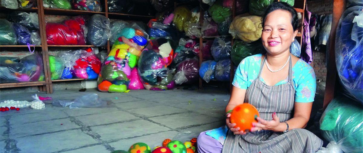 Kvinna som arbetar med fair trade i Nepal